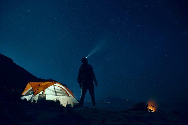 夜空を眺める
