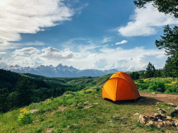 山の上のテント