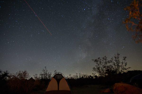 キャンプ場の流れ星