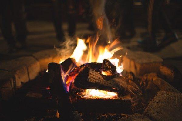 たき火の風景