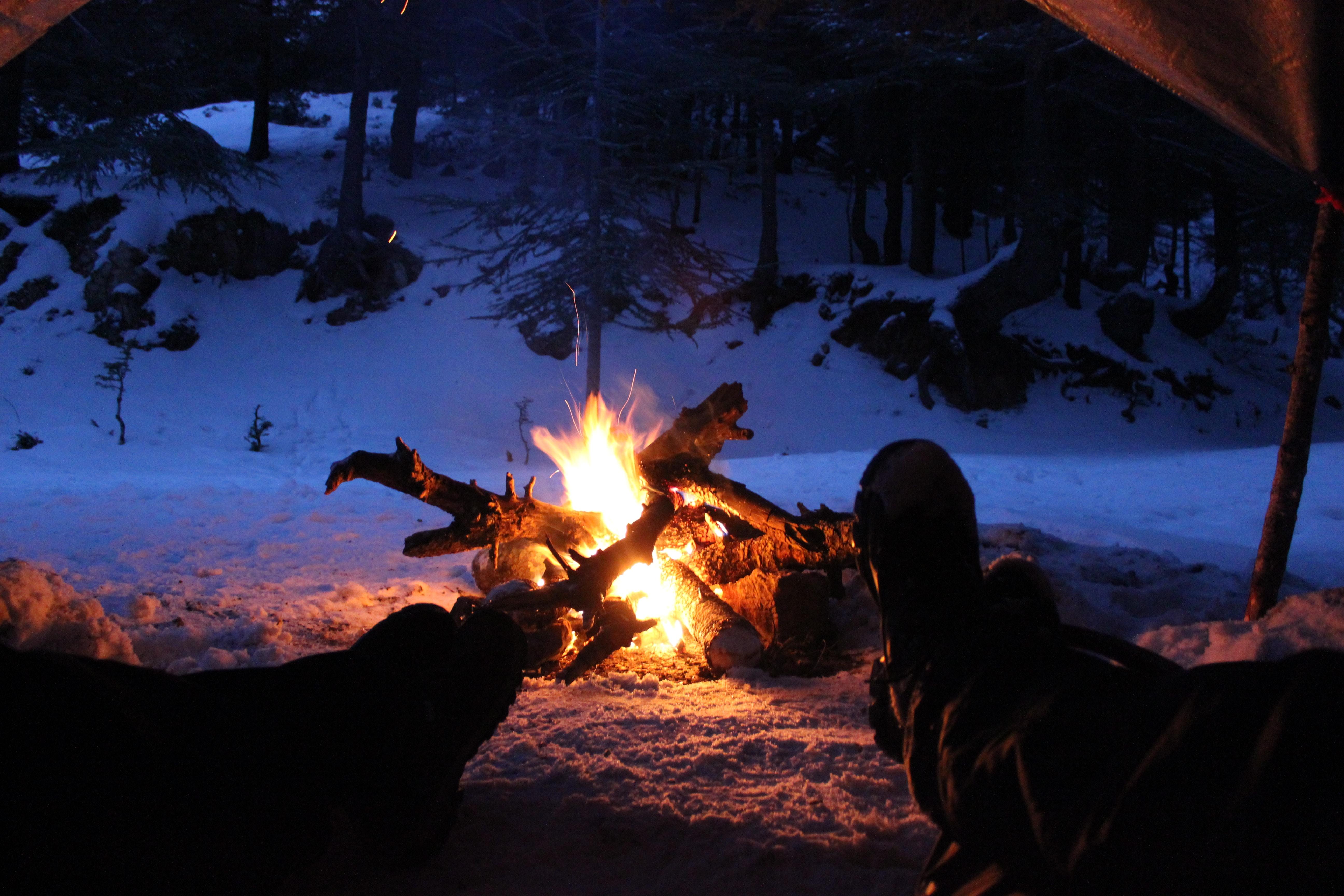 キャンプ 寝るとき
