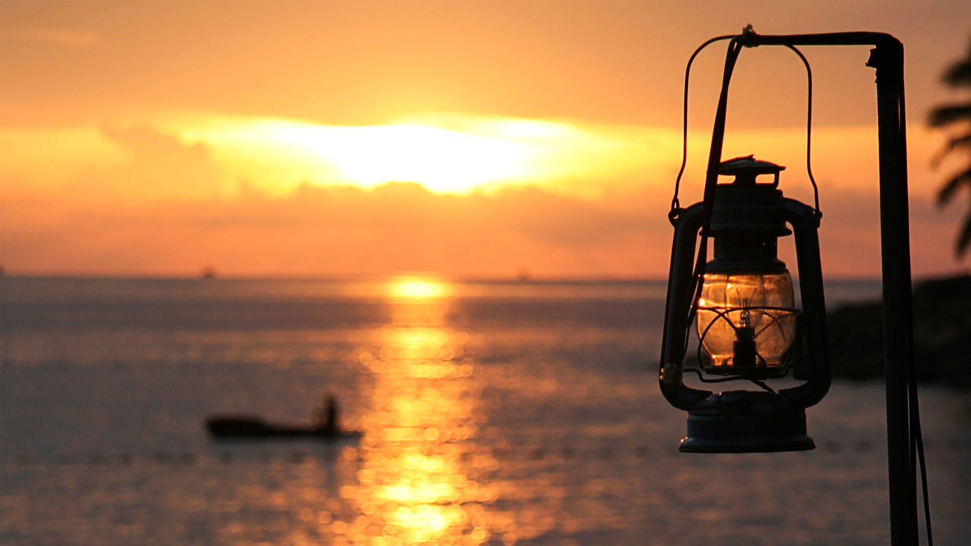夕日とランタン