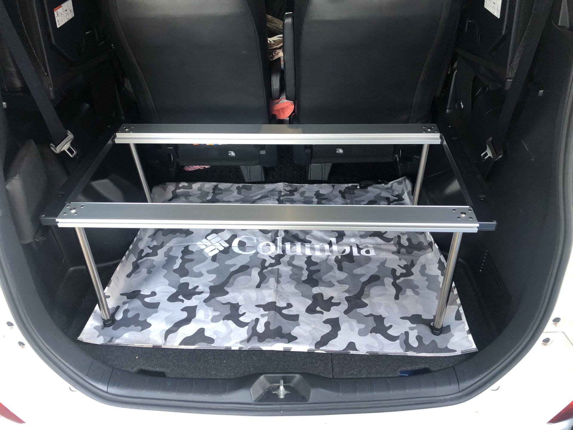 テーブルを車内に収納