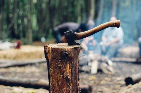 薪割りの風景