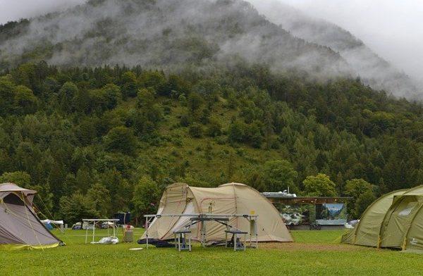 山の中のテント
