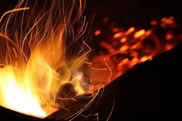 焚き火の風景
