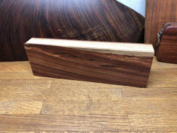 面材と枠材を接着