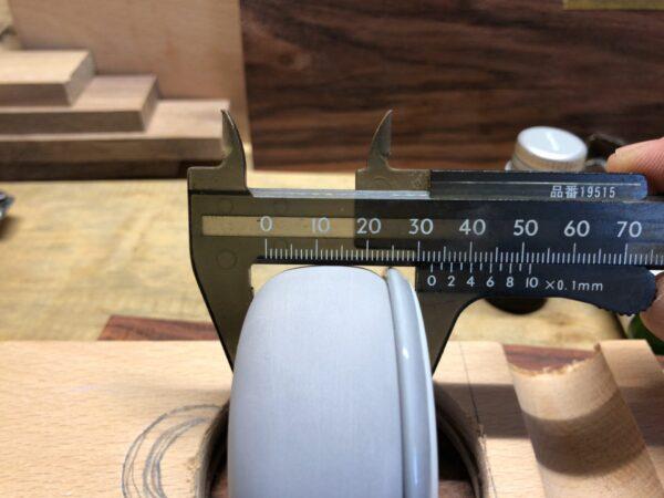 オイルストーンの厚みを測る