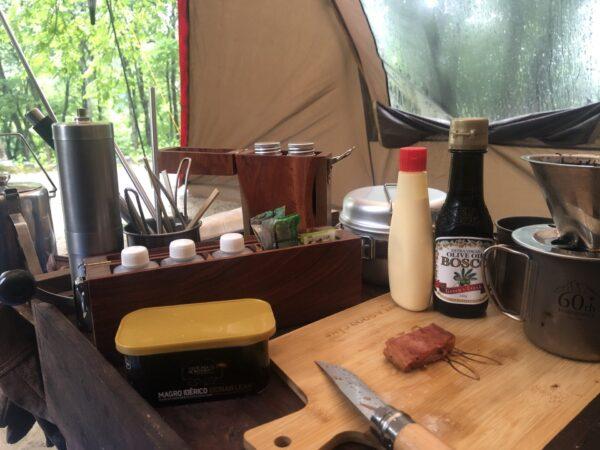 ツールームテントで朝食