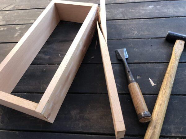 枠の板を剝がす