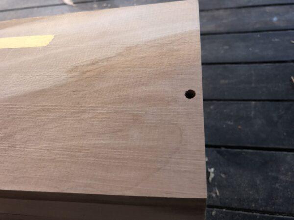 鬼目ナットの位置に穴をあける